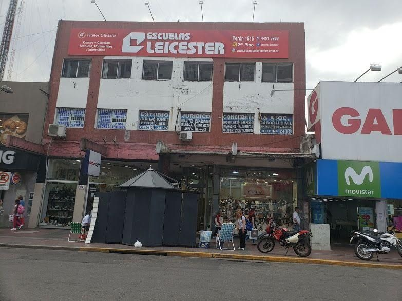 local | av. juan domingo presidente perón  al 1600