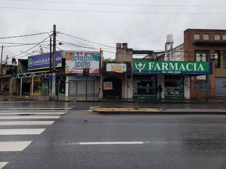 local | av. juan domingo presidente peron al 2500