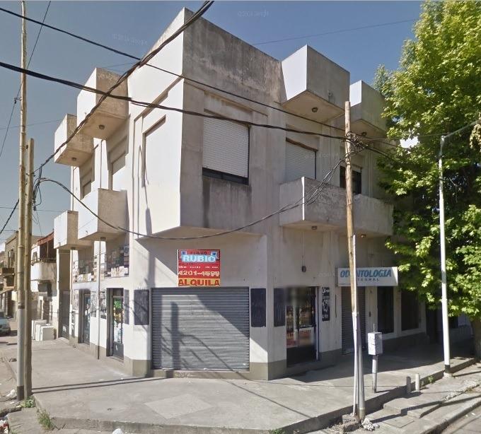 local c/ baño - n.avellaneda esq. huergo