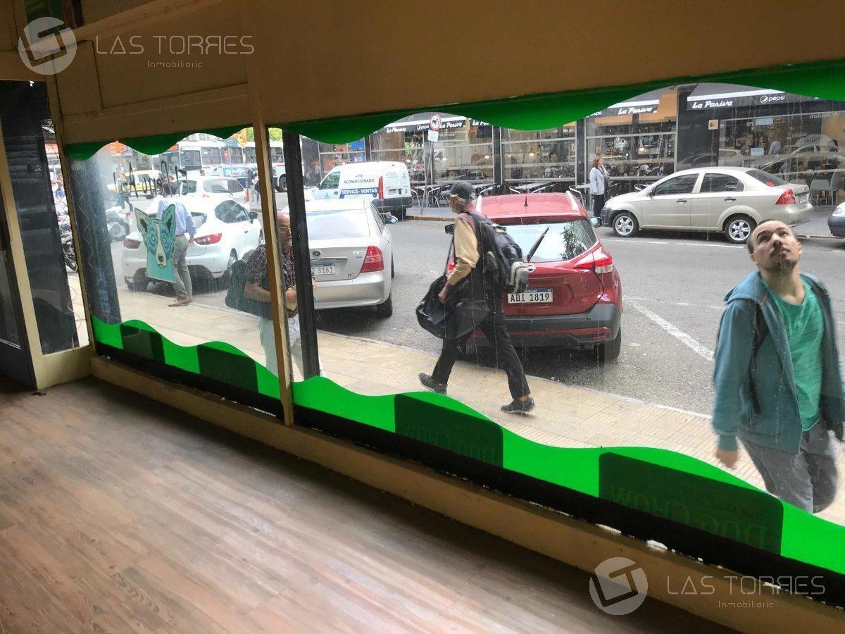 local - centro (montevideo) - al frente, baño en galería, g.c $ 3200