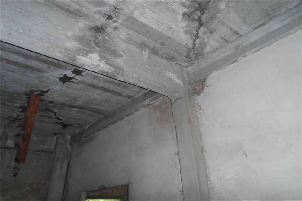 local+cochera! losa!! preparado construir 2 pisos