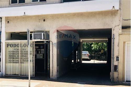 local comercial 20 m2 martinez con cochera propia