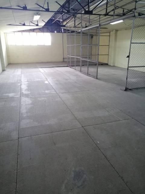 local comercial 258mts2 abajo con mezzanine de 150mts2 aprox