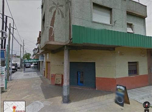 local comercial - 26 m2 aprox - en esquina - con renta -