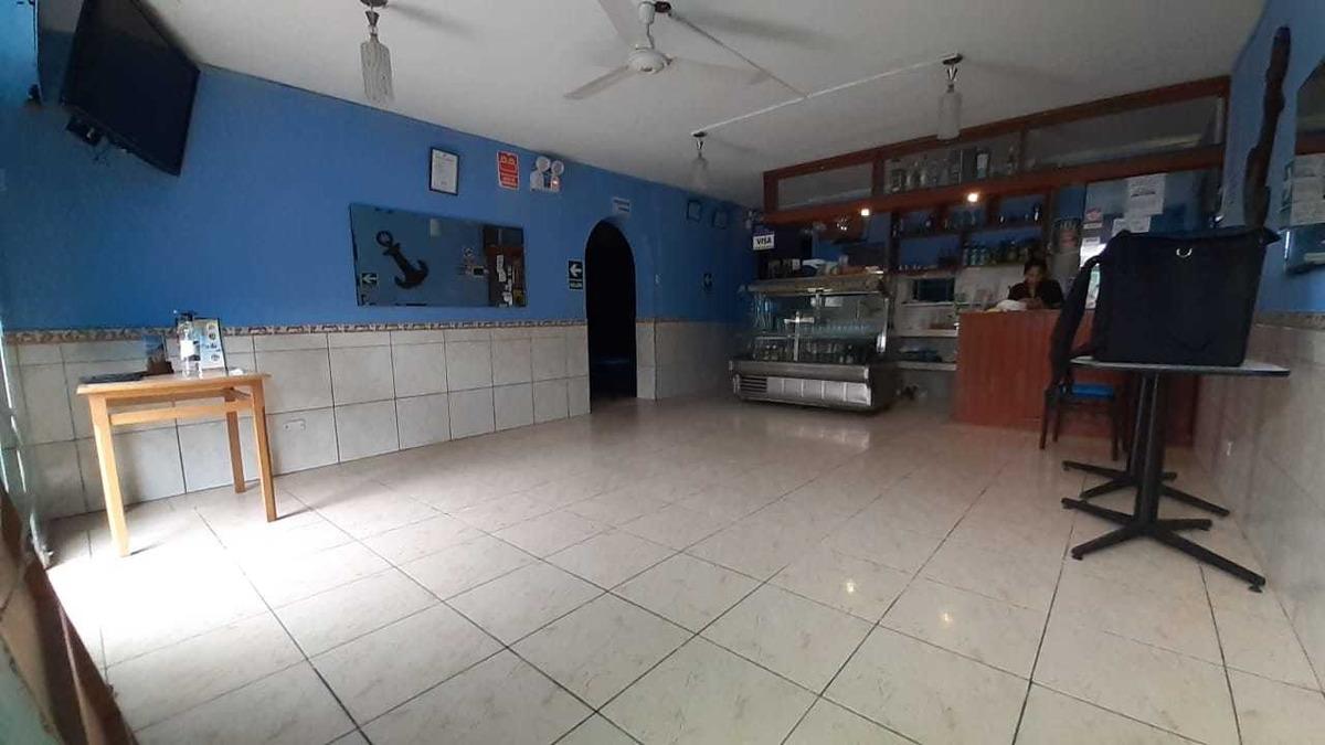 local comercial - 3 baños, 2 cocheras y una cocina