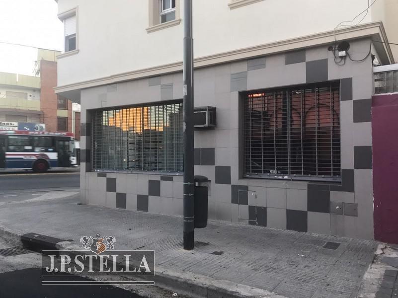 local comercial 36 m²  en esquina - paternal