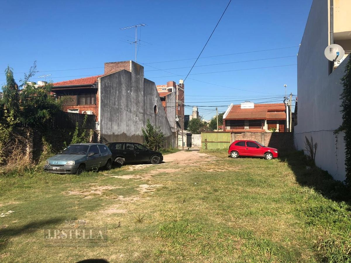 local comercial 390 m² cubiertos   lote 532 m² con salida a calle latera - s.justo (ctro)