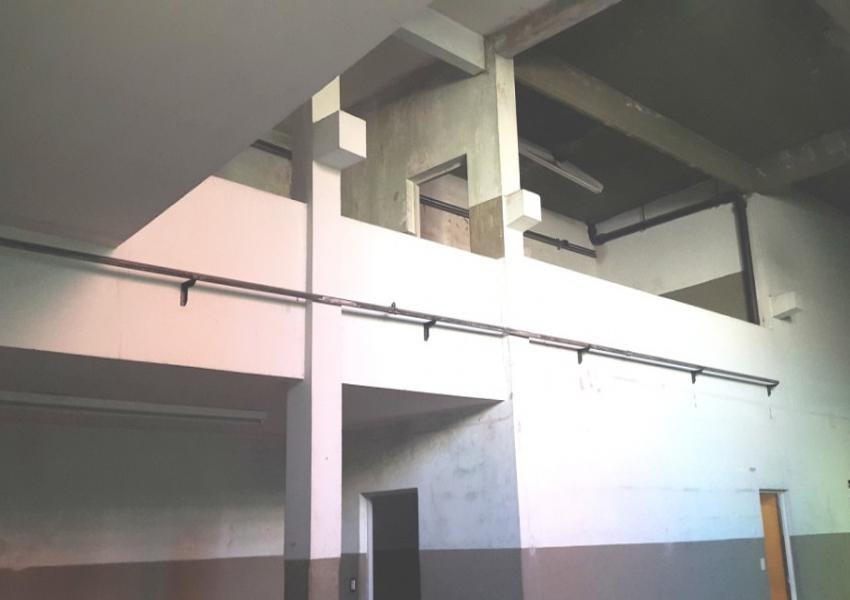 local comercial 400 m² con oficina, baños y vestuarios - liniers
