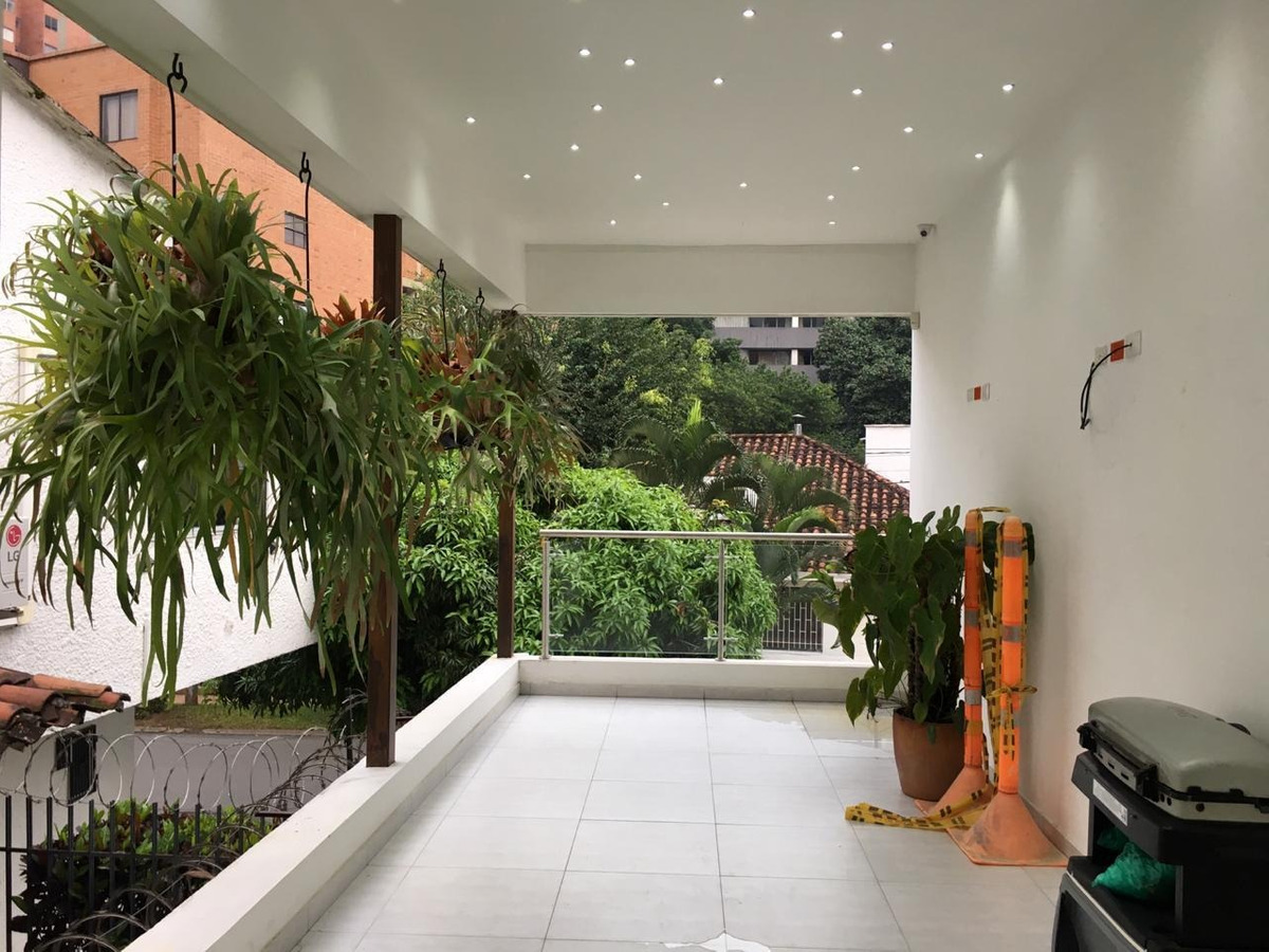 local comercial 750 metros patio bonito
