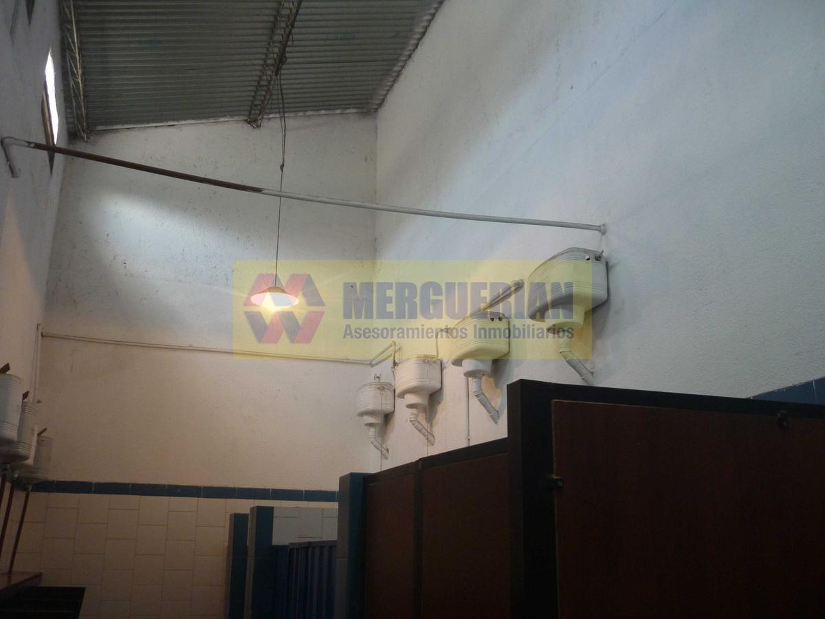local comercial a metros de castro barros - 675 m2