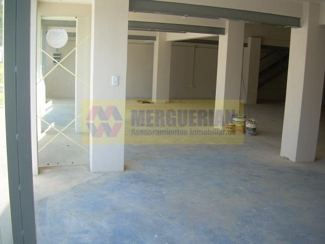 local comercial a mts de nuñez / battle planas 2100 / 452 m2