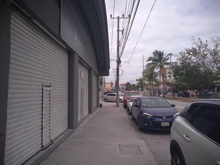 local comercial, amplio flujo vehicular, sobre av. principal, boca del río