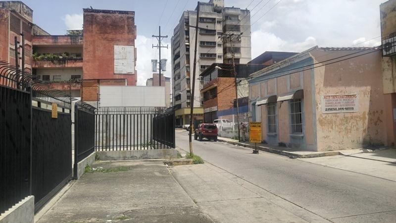 local comercial avenida bolivar sur 20-7382 raga