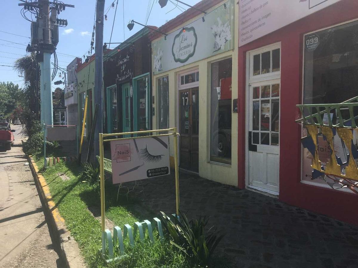 local comercial, casi en esquina excelente ubicacion