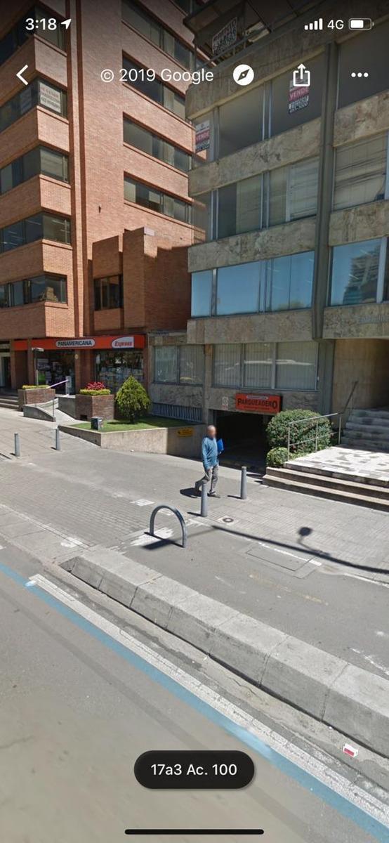 local comercial con 2 oficinas y 2 baños sobre calle 100