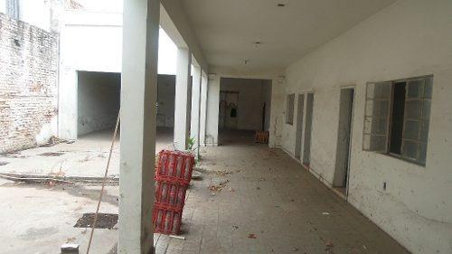 local comercial con amplios espacios interiores
