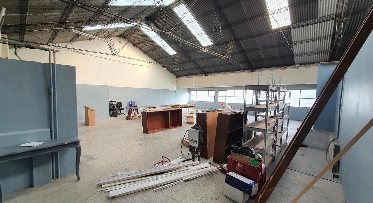 local comercial con depósito y oficinas 1000m2