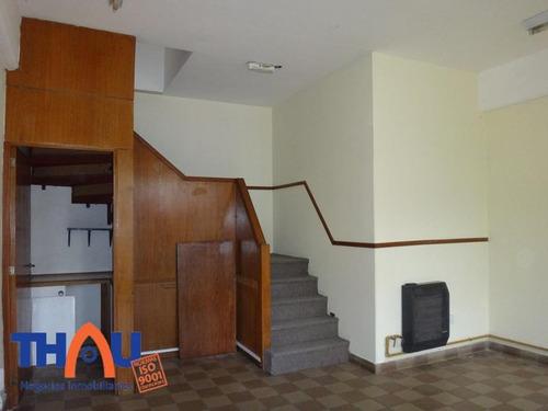 local comercial de 60 m2 en dos plantas, kitchenette y baño, ideal oficina.