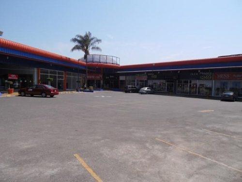 local comercial dentro de plaza cerca de plaza forum !!  clave lr616