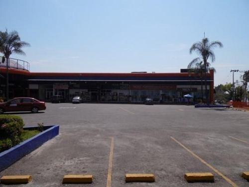 local comercial dentro de plaza !! cerca de plaza forum ! clave lr621