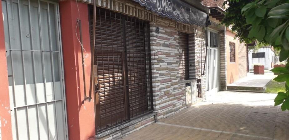 local comercial en alquiler en sarandi. ideal para despensa o maxikiosco.