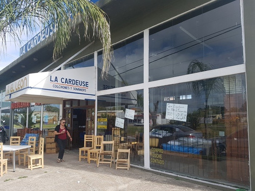 local comercial en el ingreso a mar de ajó!!