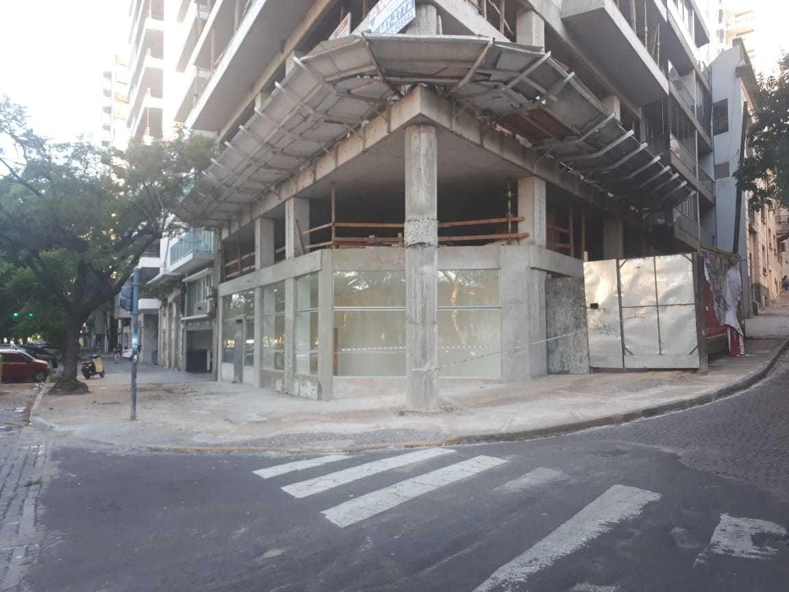 local comercial  en  esquina de avenida belgrano y laprida.