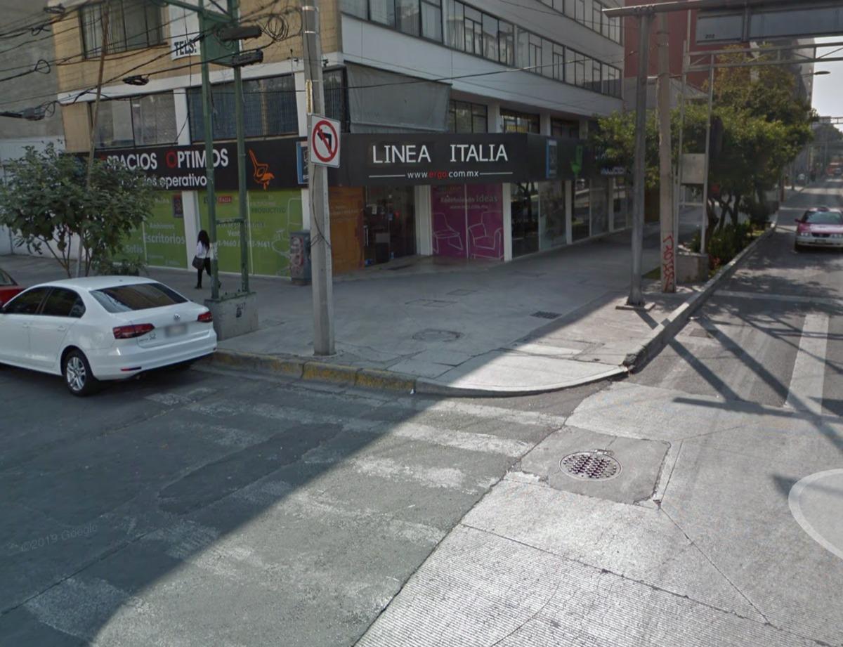 local comercial en esquina de cuauhtemoc y la morena