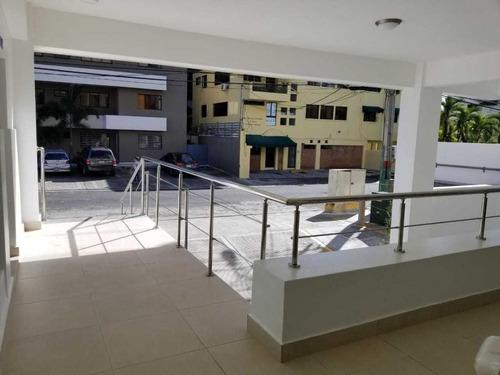 local comercial en naco. plaza nueva