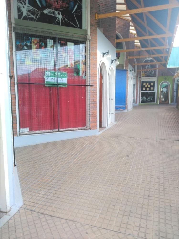 local comercial en pleno centro de mar de ajó.