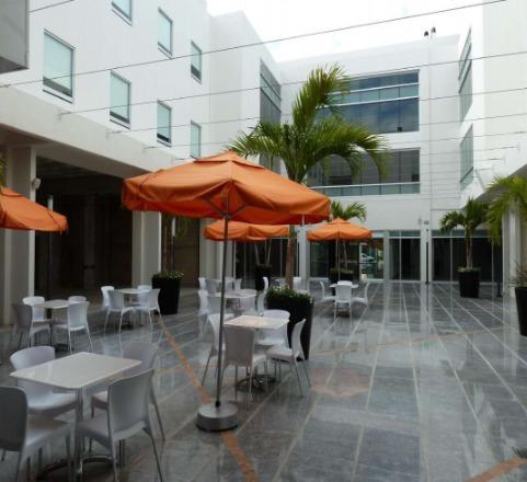 local comercial en renta en plaza de 201 m2 en playa del carmen