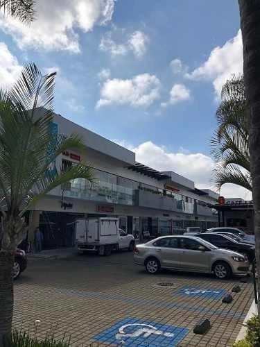 local comercial en renta en plaza lomas altas en planta baja