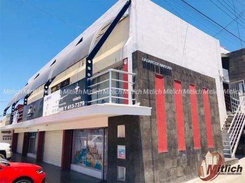 local comercial en renta renta en plaza comercial ubicada en avenida $7,500 mensuales.