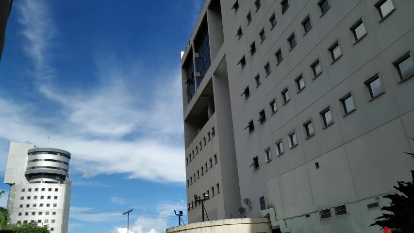 local comercial en valles de camoruco 20-38 jan