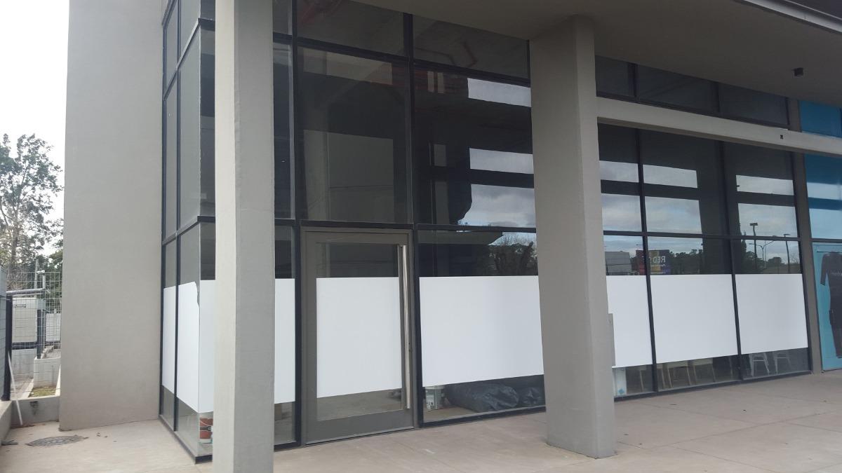 local comercial en venta   complejo vohe, pilar   252 m²