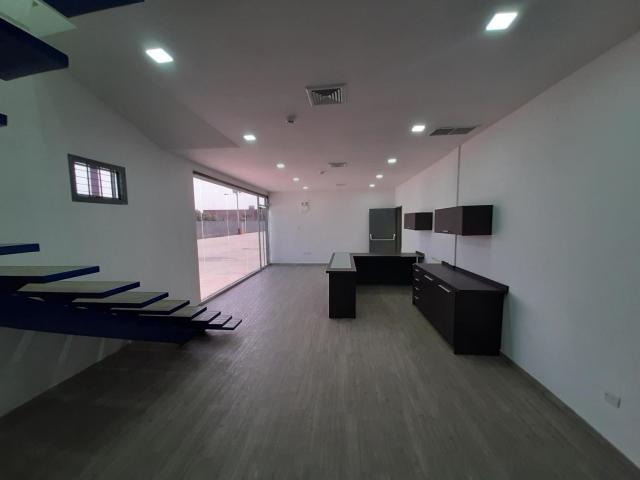 local comercial en zona industrial 19-18156 jan
