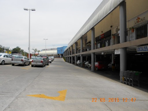 local comercial g-6 plaza fiesta camelinas