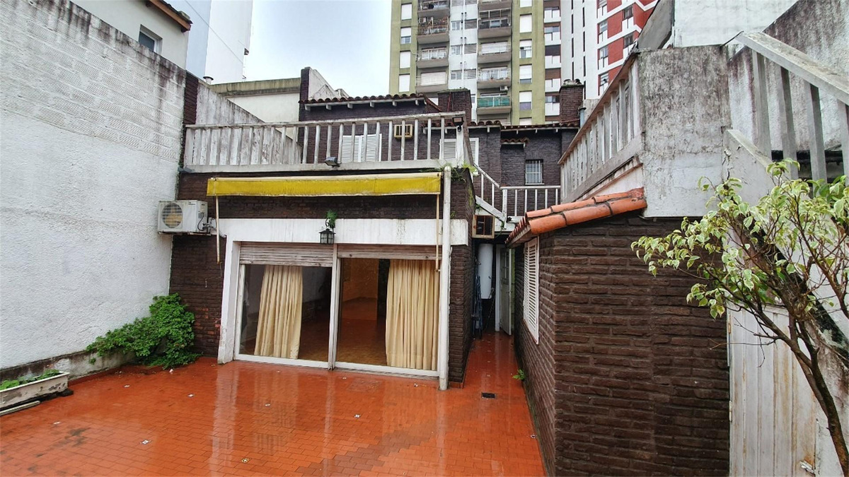 local comercial  pleno centro ramos mejia 165m2