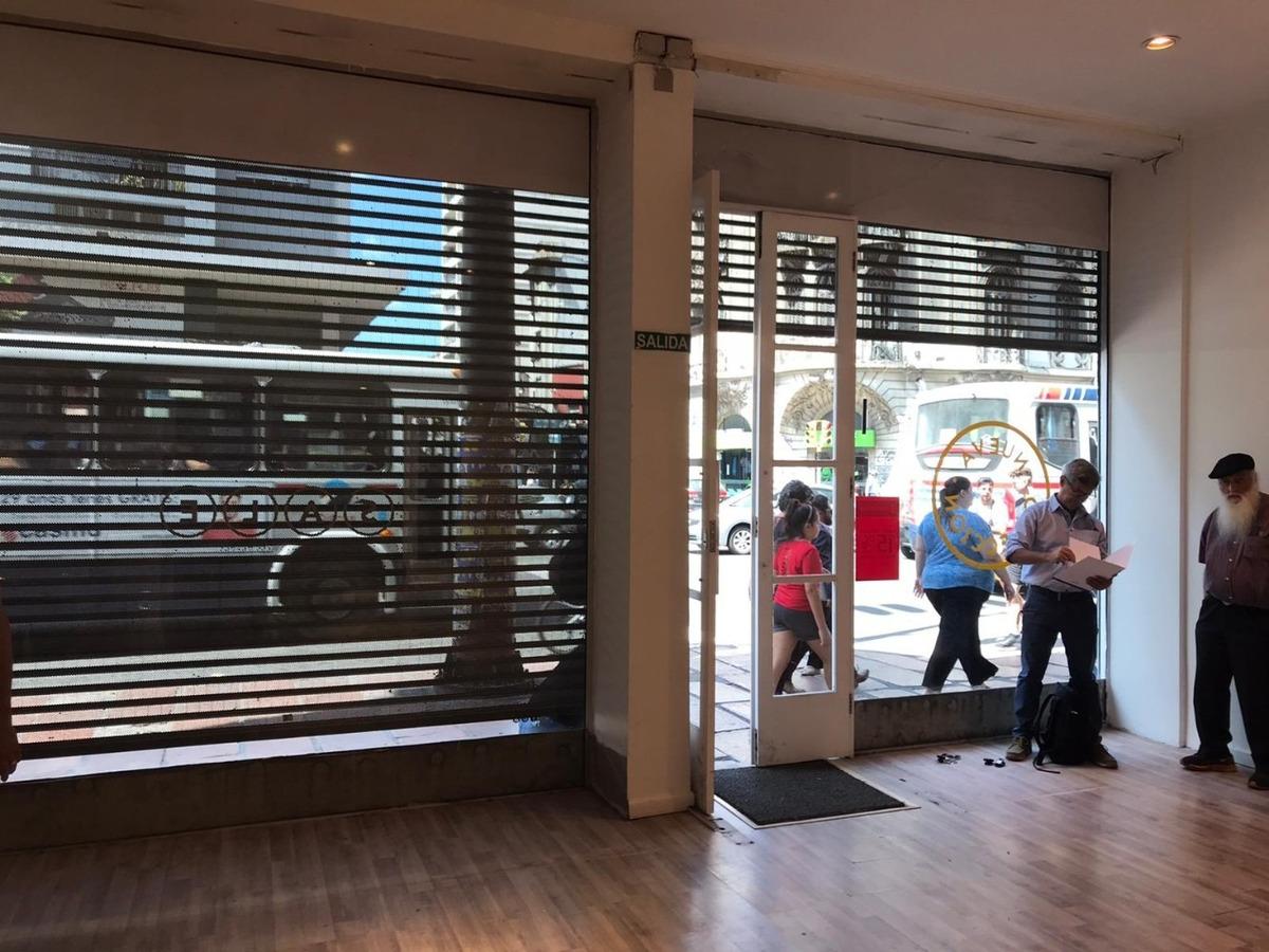 local comercial sobre 18 de julio esquina vázquez. centro