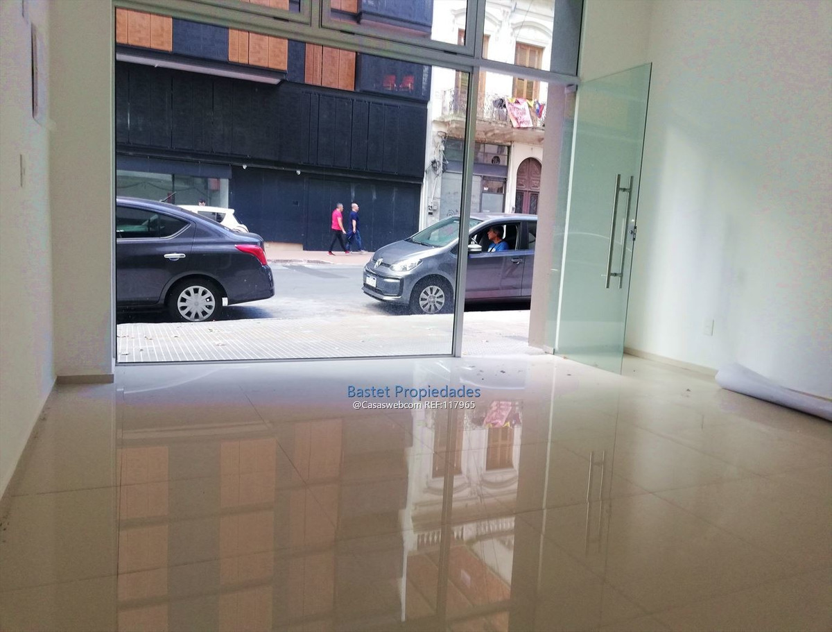 local comercial sobre calle soriano 2 niveles