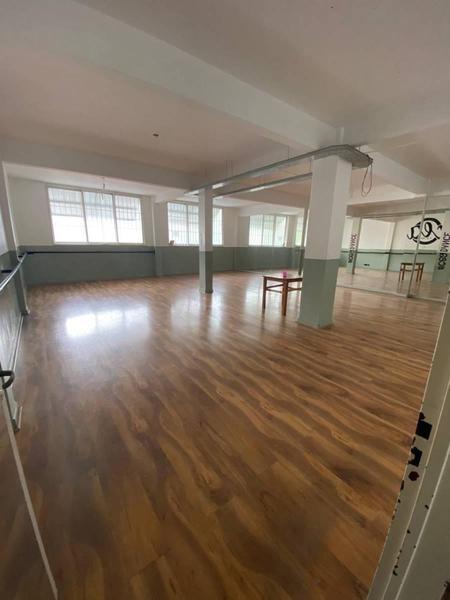 local comercial - sobre cuenca 1er piso y 2do piso completo al frente.