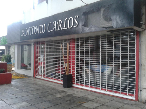 local comercial sobre libertador en acasusso san isidro