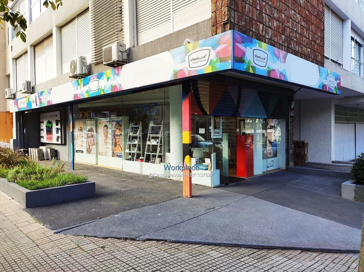 local comercial  sobre sarmiento - esquina - alquiler