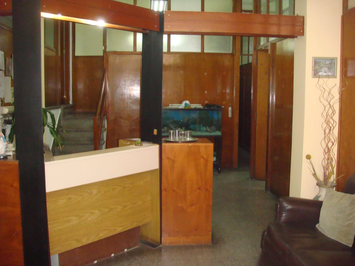 local ,con dos baños 5 privados  y kitch