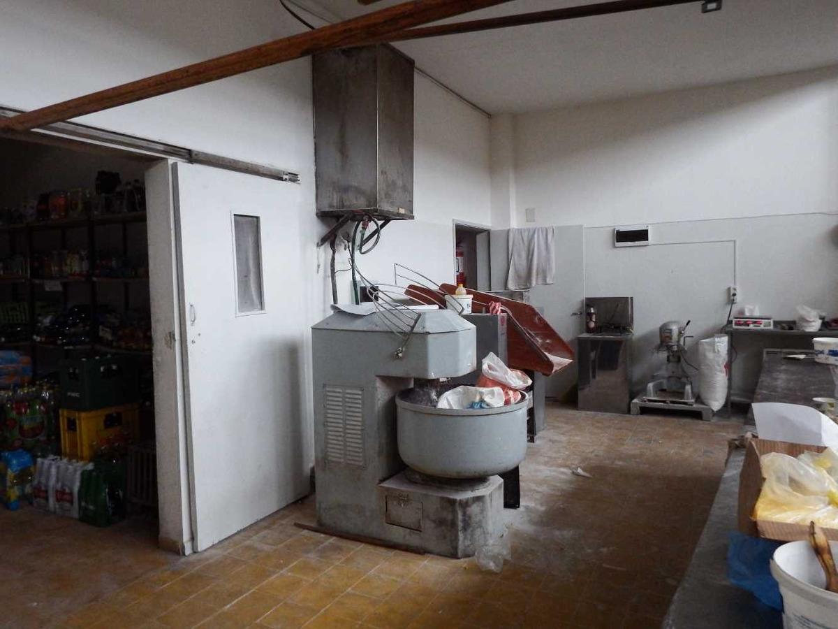 local con instalación para panaderia con renta
