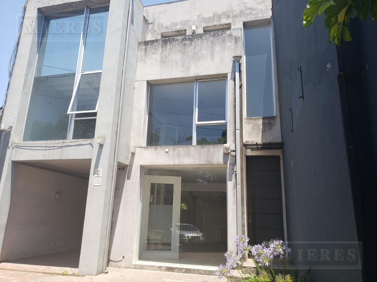 local con oficinas en lomas de san isidro de 350 m²