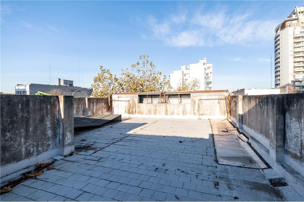 local con ph 4 ambientes a  refaccionar /terraza