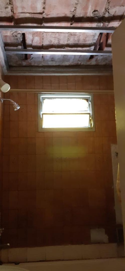 local con vivienda ph  2 ambientes entrada independiente
