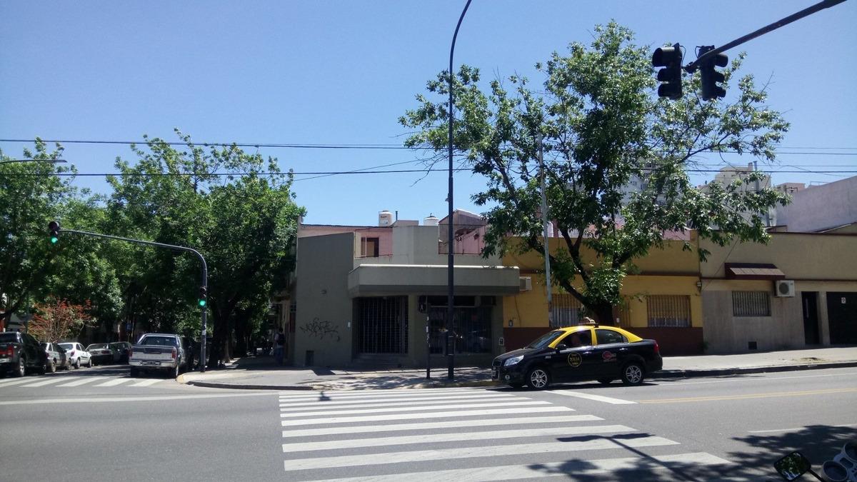 local con vivienda villa urquiza congreso y bucarelli 170 m2
