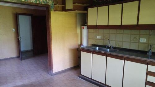 local con vivienda y losa preparada para edificar departamentos